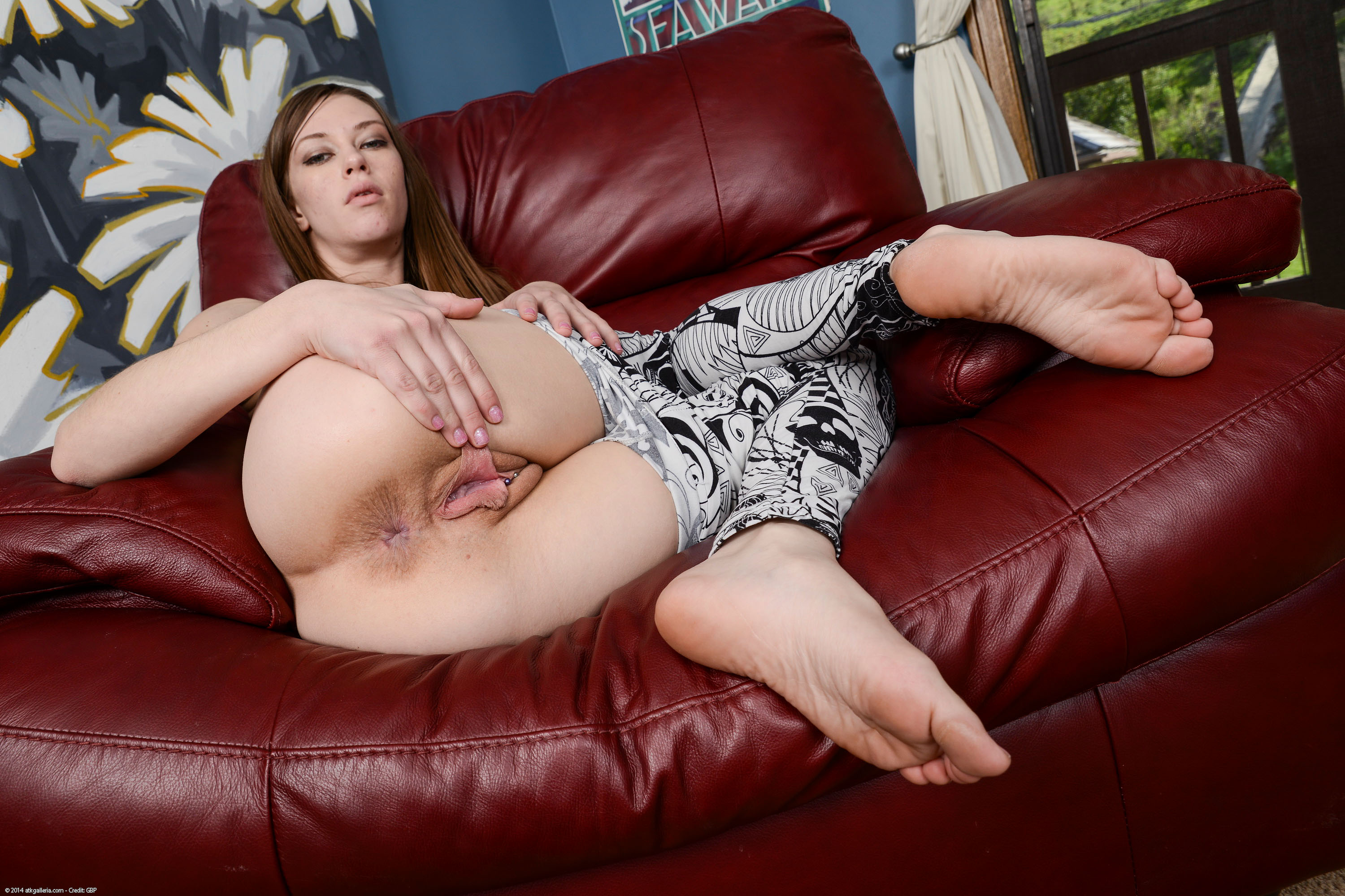 Cassidy klein weighs in and plays with her pussy 3